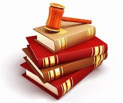 Le droit symboliser par les livres de code et le marteau